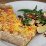 Opskrift: Gulerodstærte med sprød salat